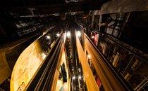 Освітлювальне обладнання сцени. Фото М. Погарцева.