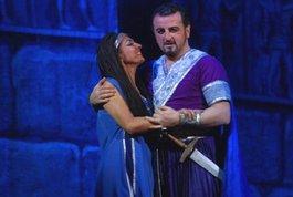 """Георг Оніані - запрошений соліст у лютневих виставах """"Аїда"""" та """"Норма""""."""
