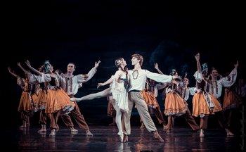 Лілея – Катерина Кальченко, Степан – Ярослав Ткачук. Фото О. Орлової.