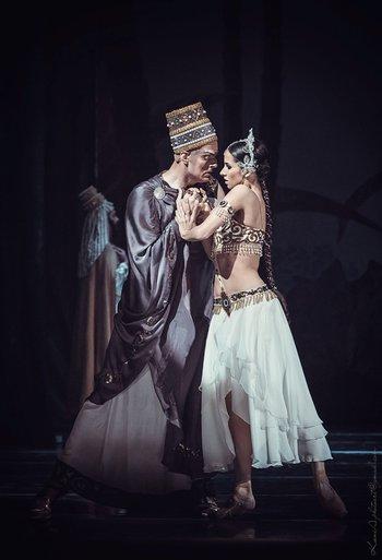 Нікія - Наталя Мацак, Великий брамін - Сергій Литвиненко. Фото О. Орлової.